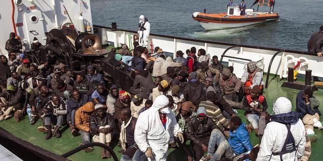 'IS smokkelt militanten in vluchtelingenboten naar Europa'