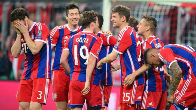 Weergaloos Bayern na ruime zege op FC Porto alsnog naar halve finales