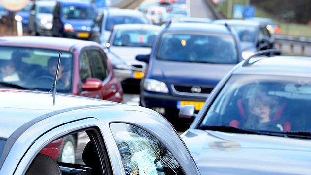 A9 tijdelijk dicht bij Haarlem na ongeluk met meerdere autos.