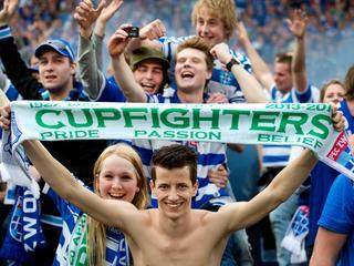 Beide clubs worden in Kuip gesteund door 18.000 fans