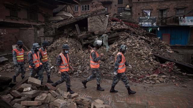 Hulpverleners in Nepal blijven naar slachtoffers zoeken