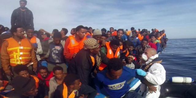 Duitse marine redt honderden bootvluchtelingen