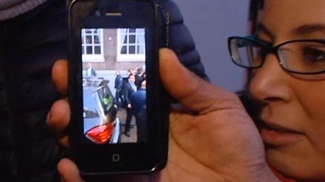 Tientallen fans inmiddels op de foto met Marokkaanse koning