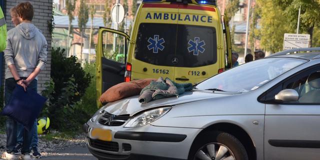 Twee gewonden bij aanrijding op Prins Bernhardlaan