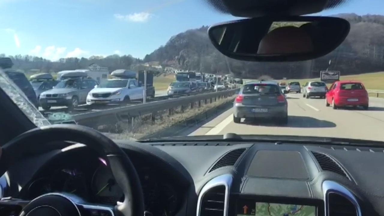 Lange files op snelwegen naar wintersportbestemmingen