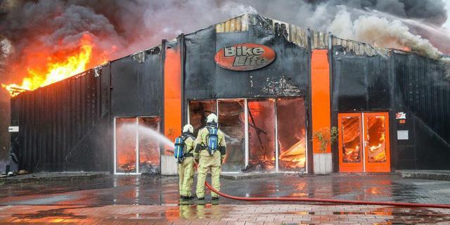Grote branden in Helmond en Roden, bewoners flatbrand Wageningen gered