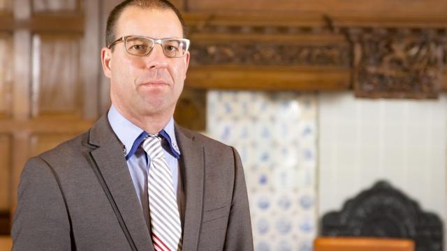 Uitgeputte gedeputeerde Patrick Brouns treedt tijdelijk terug