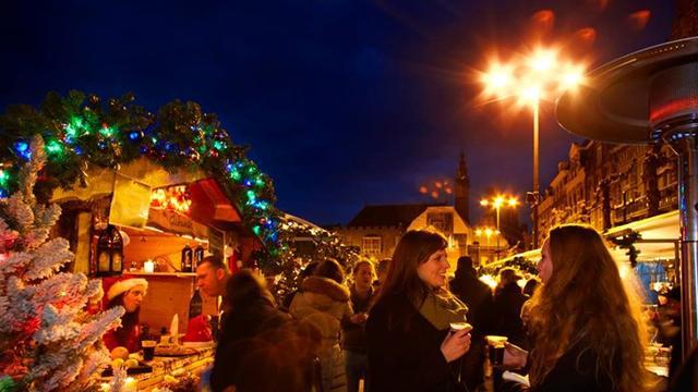 Weekend in Haarlem: Kerstmarkt en feest in het Straatje van Emma