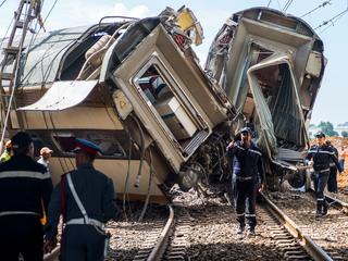 Volle passagierstrein door onbekende oorzaak ontspoord