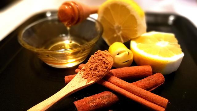 NUcheckt: Is een mix van honing en kaneel hét middel tegen kwalen?