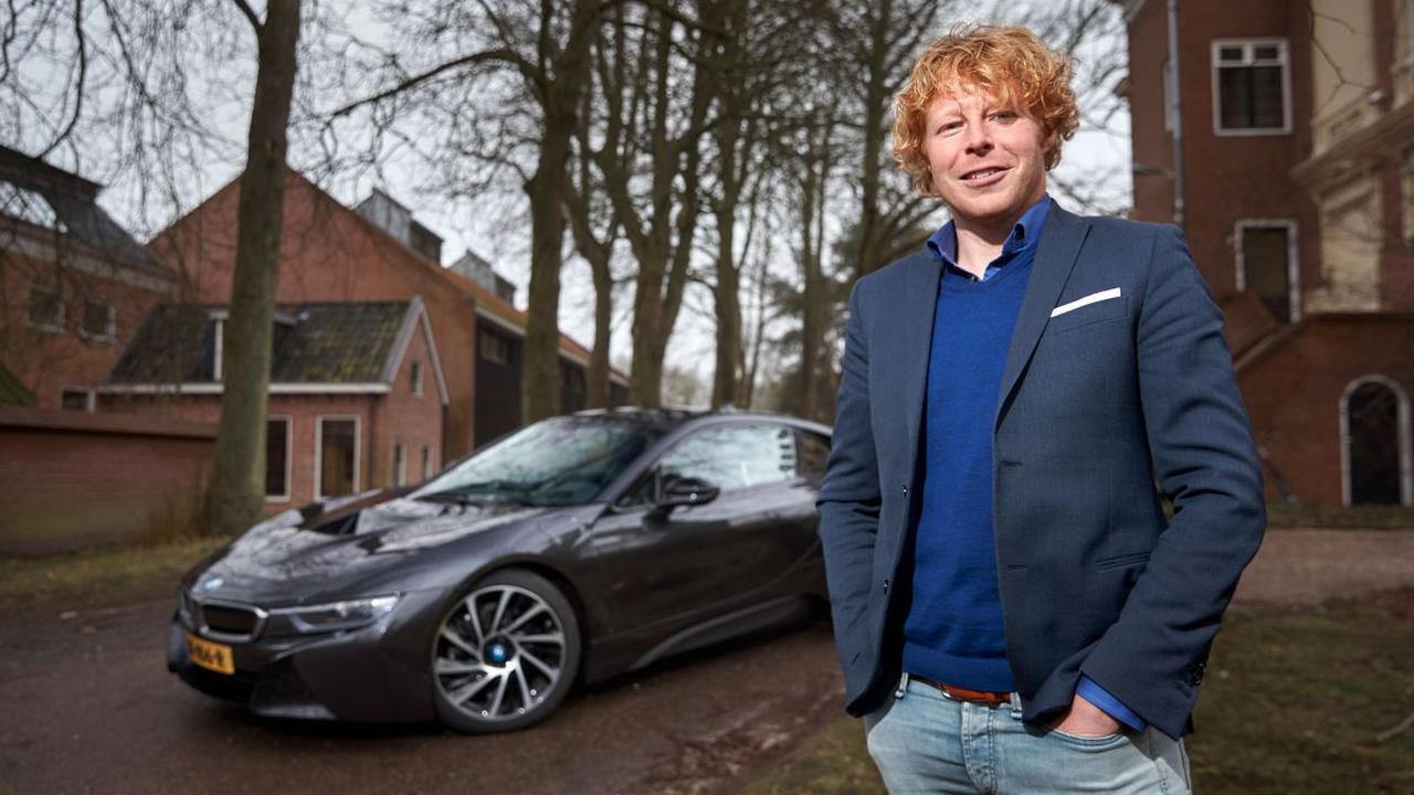 Ondernemer Ben Woldring laat zijn autokennis testen