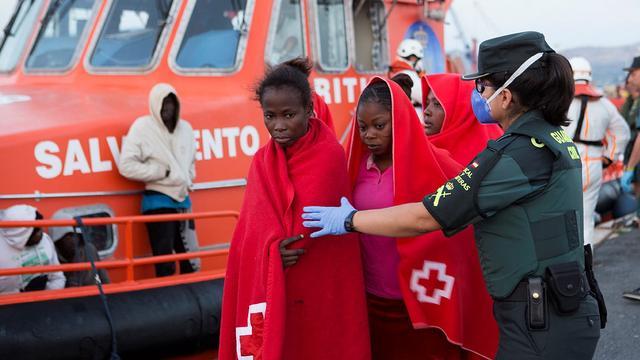 Bijna zeshonderd migranten gered voor Spaanse kust