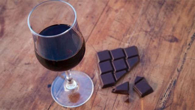 Fit blijf je gewoon met rode wijn en chocola