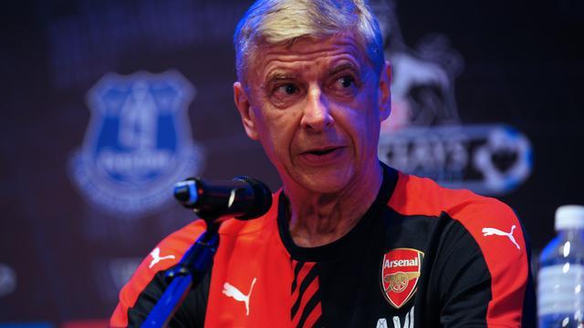 Wenger zet vraagtekens bij transferbeleid Van Gaal