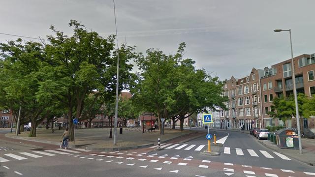 Drie buspassagiers lichtgewond bij aanrijding met vrachtwagen in Oost
