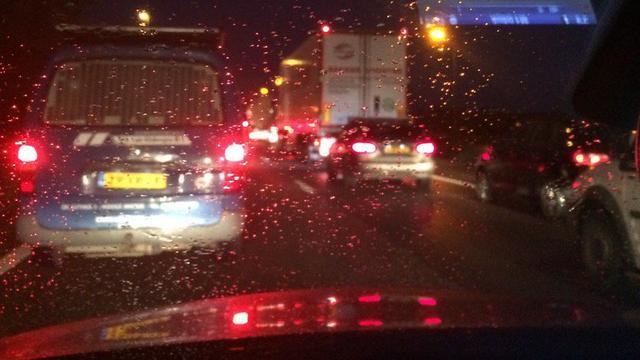 A6 lang dicht bij Almere na ongeluk met wegwerkmachine.