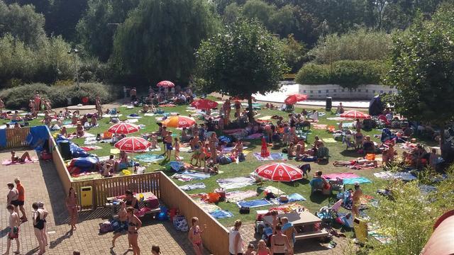 Buitenbad van zwembad De Hoorn te zien bij RTL4