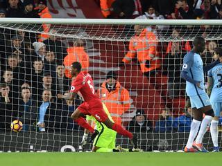 Martins Indi viert eerste treffer in Premier League, Van Dijk krijgt rood