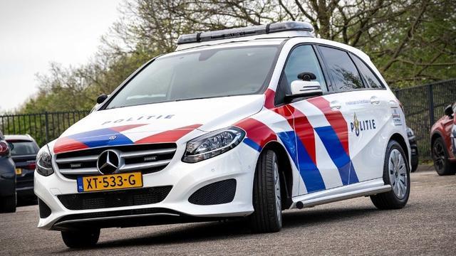 Politiewagen en personenauto botsen op Schenkkade