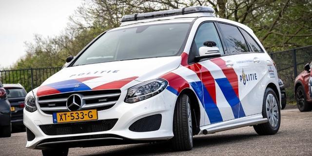 Politieauto met agressieve arrestant botst tegen andere auto in Breda