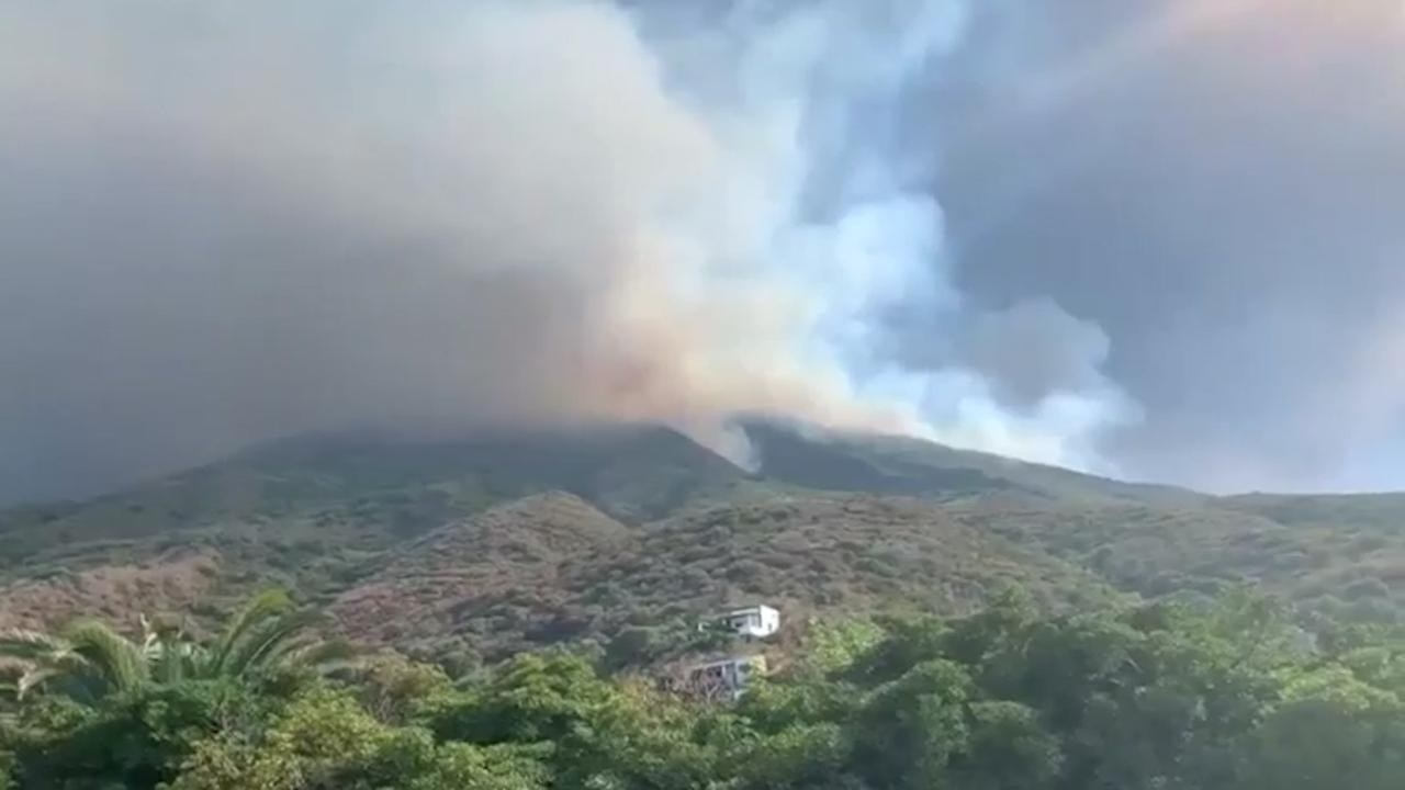 Italiaanse vulkaan spuwt as 3 kilometer de lucht in