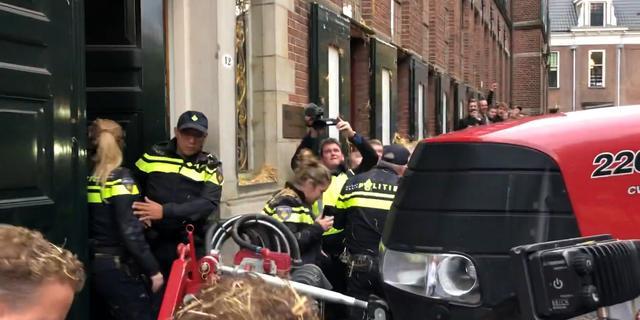 Boeren forceren deur provinciehuis Groningen tijdens stikstofprotest