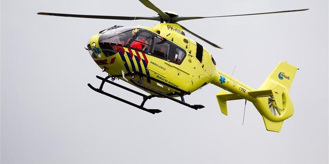 Zwaargewonden nadat paal auto doorboort, dronken automobilist zit vast
