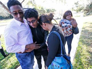 Zeventien leerlingen en docenten vinden dood bij schietpartij