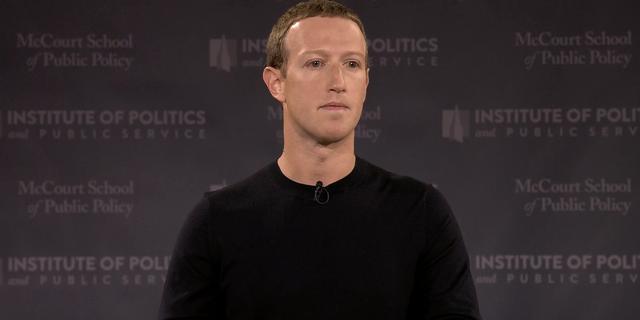 Facebook start uitrol nieuw ontwerp voor desktop met donkere modus