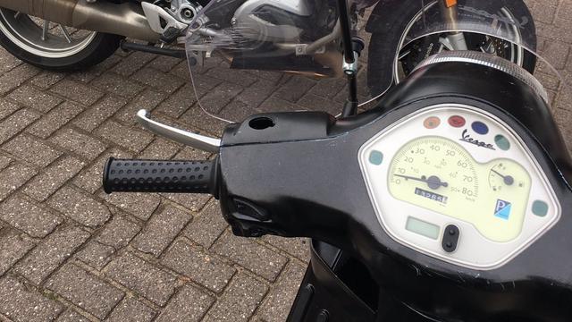Scooterbestuurder beboet voor bellen en mankementen aan scooter