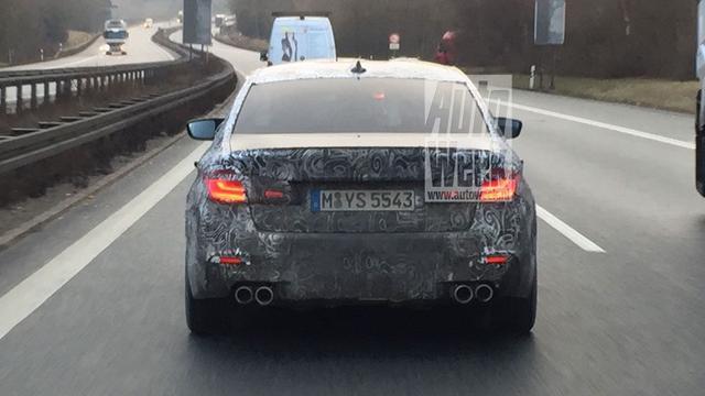 Gecamoufleerde BMW M5 betrapt