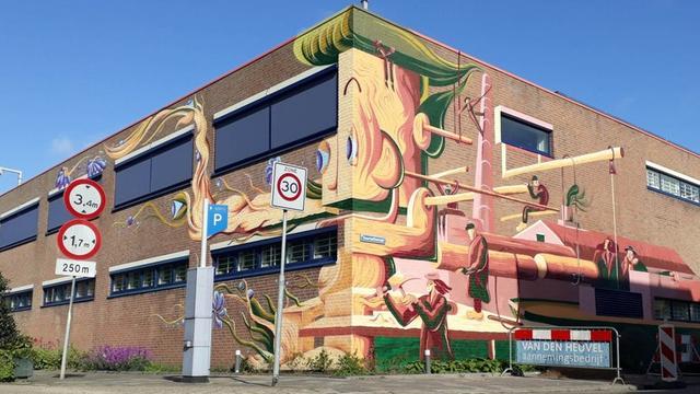Kunstenaar maakt muurschildering op tbs-kliniek aan de Willem Dreeslaan