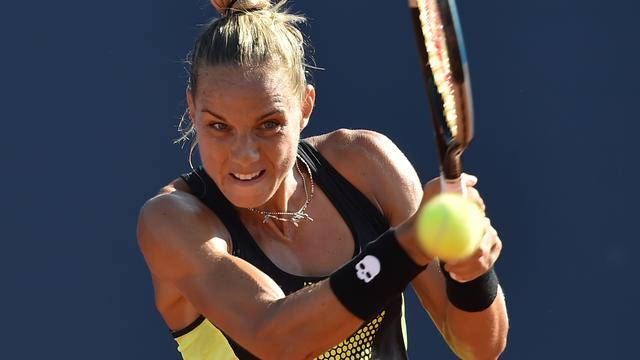 Rus bereikt overtuigend tweede ronde in New York en treft Serena Williams