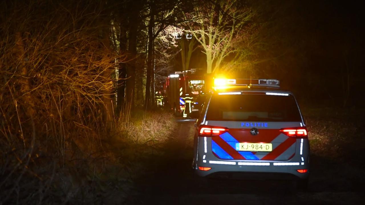 Dode gevonden in uitgebrande bestelbus in bos Tilburg