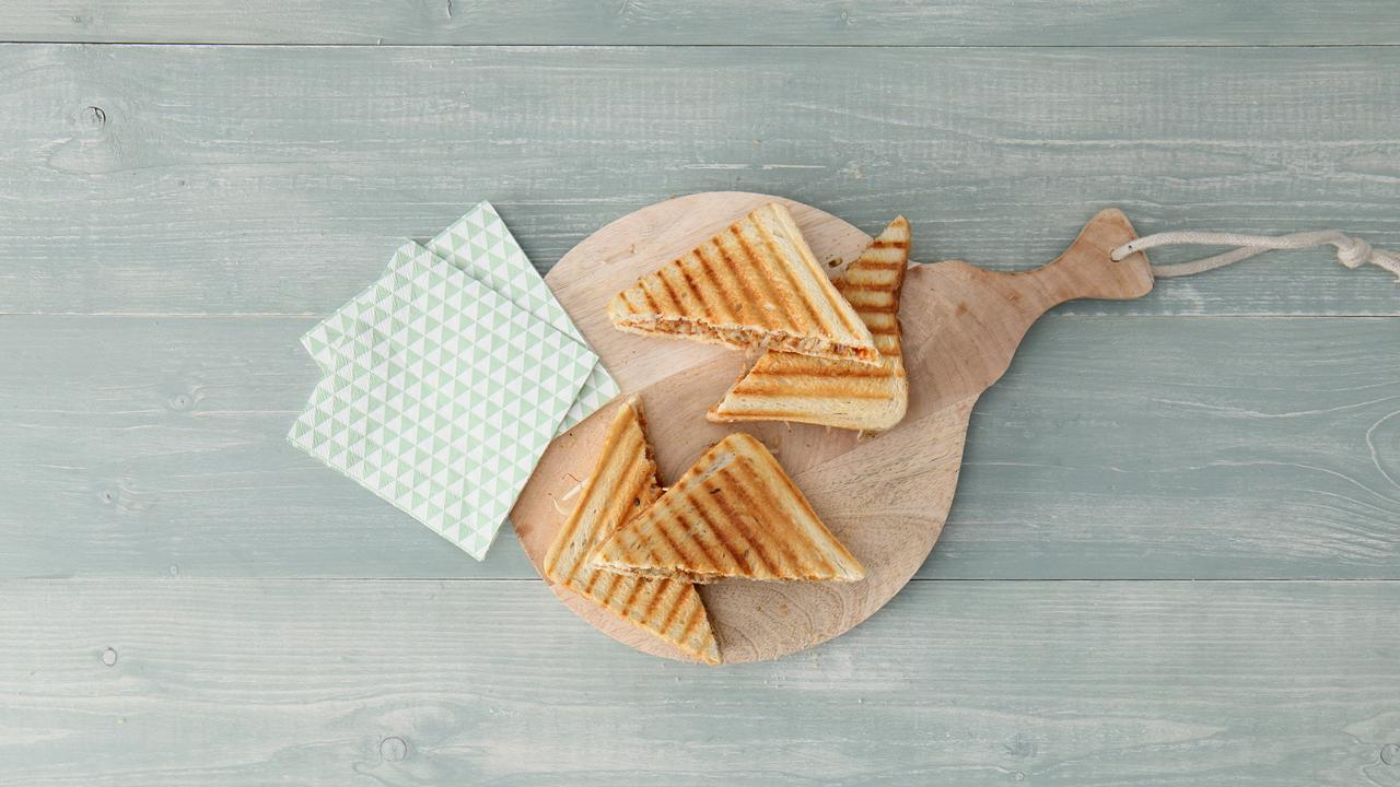 Zo maak je een tosti met banaan, pindakaas en sambal