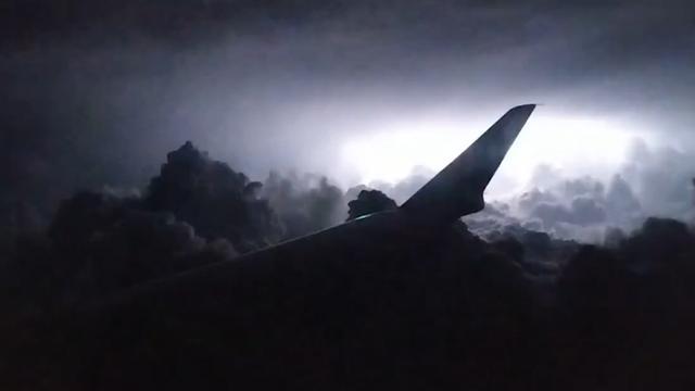 Vliegtuig komt in onweersbui terecht boven Alabama