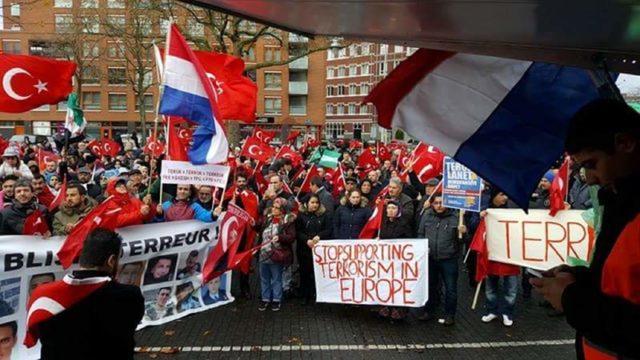 Honderden Turken demonstreren in Rotterdam tegen terreur