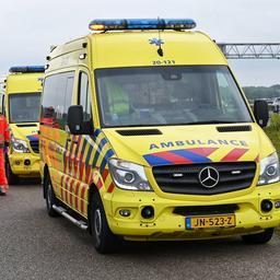 Vijf gewonden gevallen bij frontale aanrijding in Rotterdam-West.