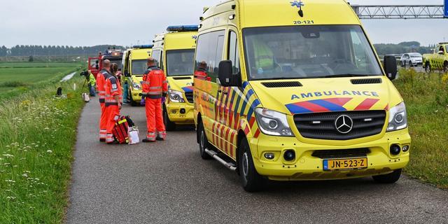 Fietser afgevoerd naar ziekenhuis na botsing met scooter in Oegstgeest