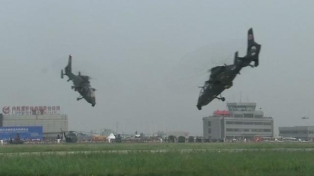 Honderd helikopters stunten tijdens show in China