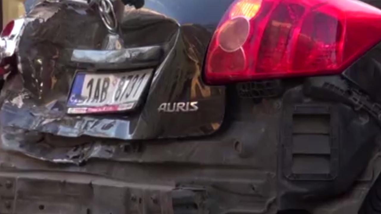 Dronken Tsjechische agent beschadigt 51 auto's in Praag