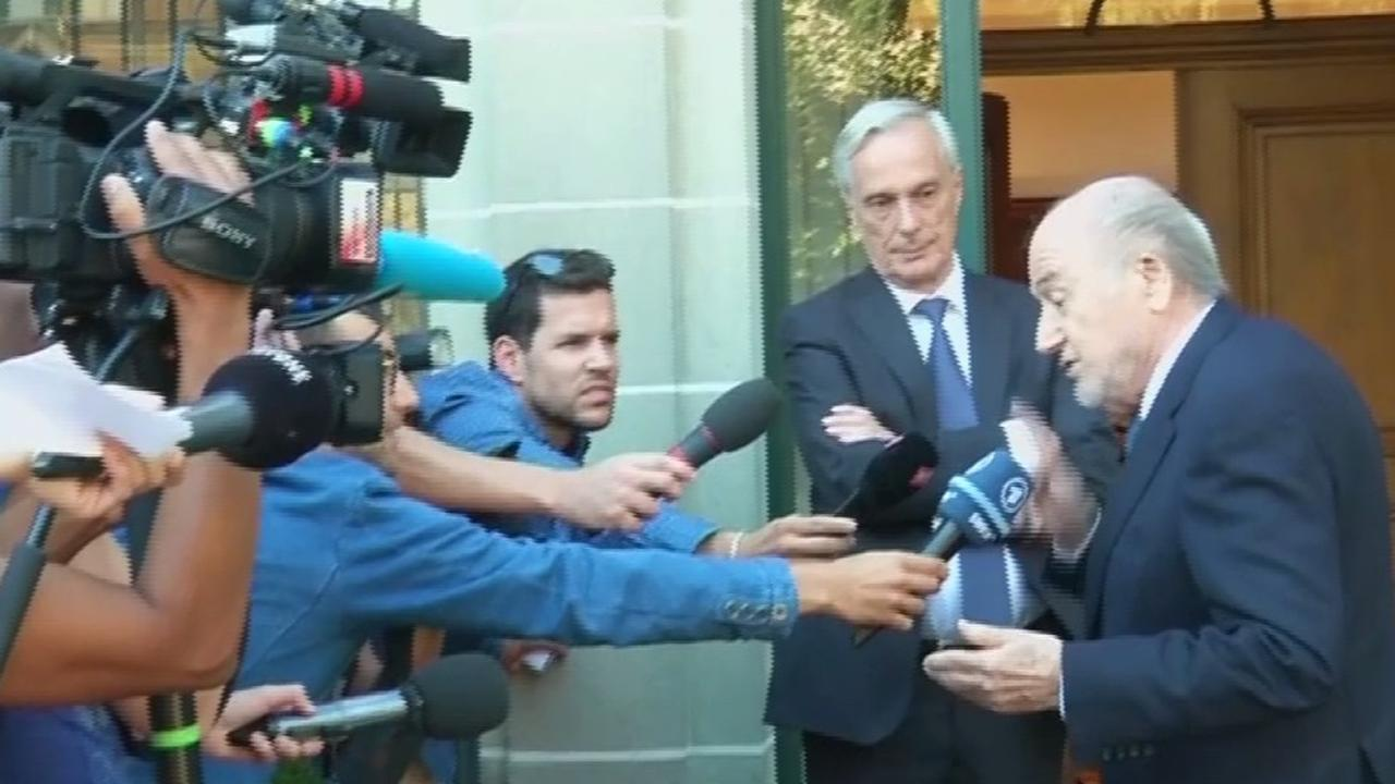 Blatter hoort maandag of zesjarige schorsing wordt teruggedraaid