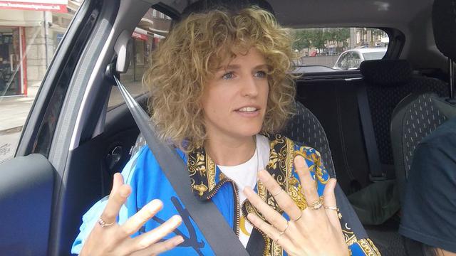 In de auto met Carolien Borgers: 'Onbehaarde vagina is onecht'