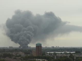 Rookwolken in verre omgeving te zien