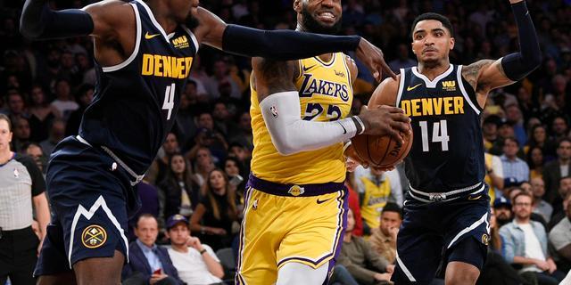 James helpt Lakers met eerste 'triple-double' aan nieuwe zege in NBA