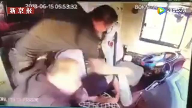 Passagier stopt bus nadat chauffeur beroerte krijgt in China