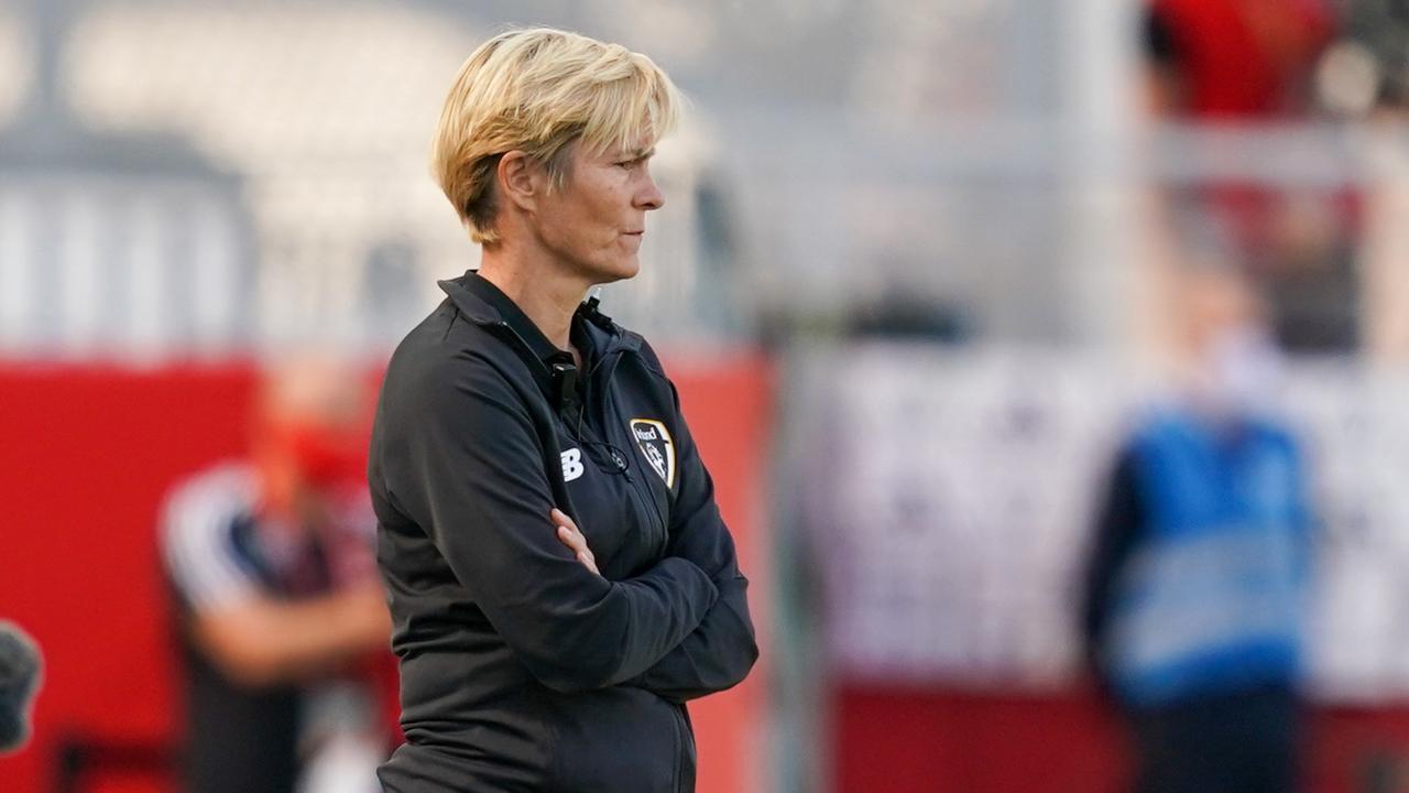 Vera Pauw verlengt opnieuw en moet Ierse voetbalsters naar WK 2023 leiden - NU.nl