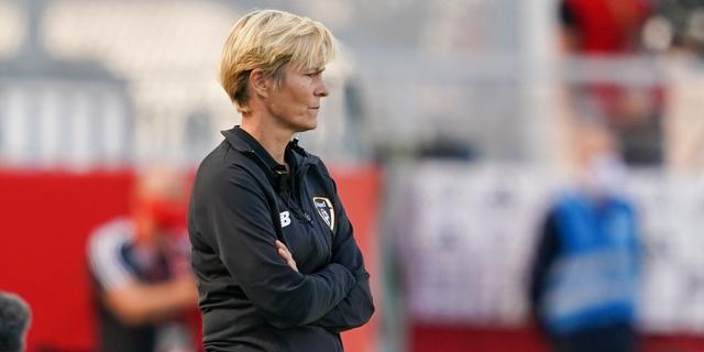 Vera Pauw verlengt opnieuw en moet Ierse voetbalsters naar WK 2023 leiden