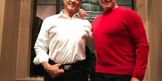 Arnold Schwarzenegger en Sylvester Stallone brengen kerst samen door