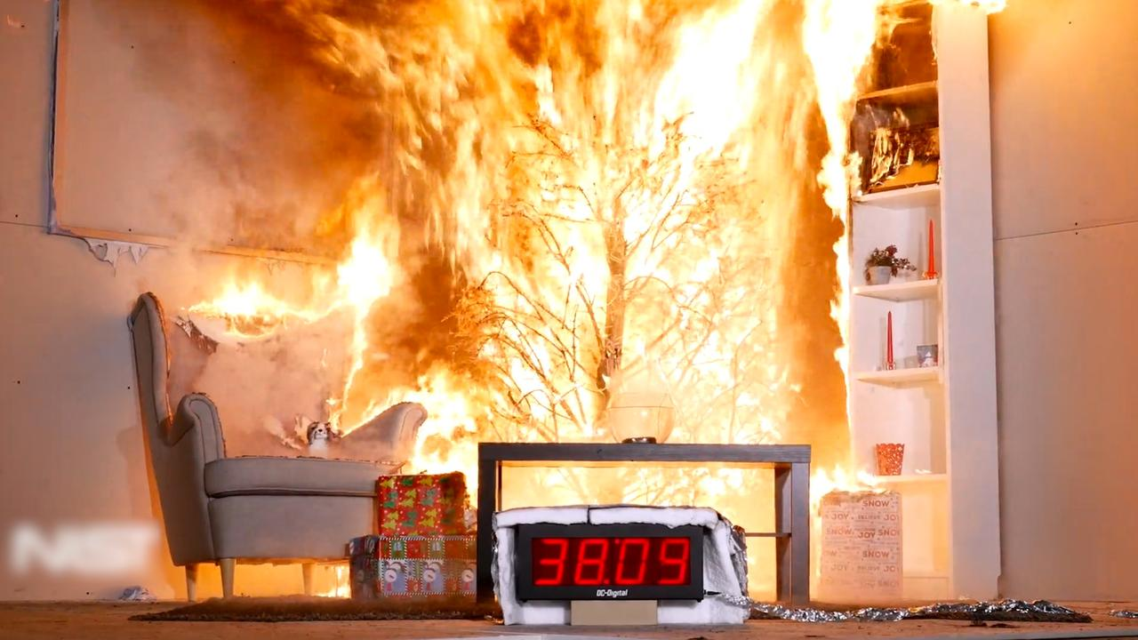Waarschuwingsfilmpje toont hoe snel droge kerstboom in brand vliegt
